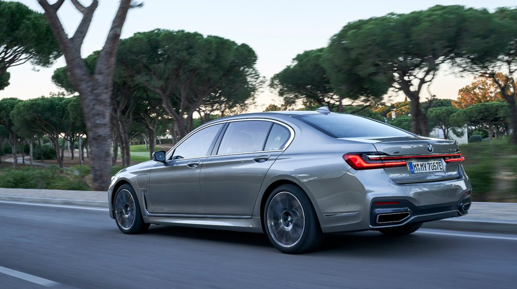 傳言指出下一代大七將改為純電動版。圖為小改款BMW 7 Series。 摘自BM...
