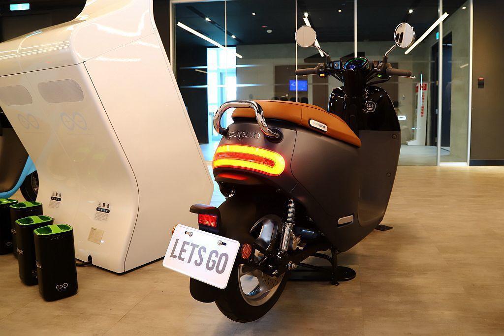 Gogoro S2自0-50KM/h直線加速只需3.8秒,若搭配第三代智慧電池,...