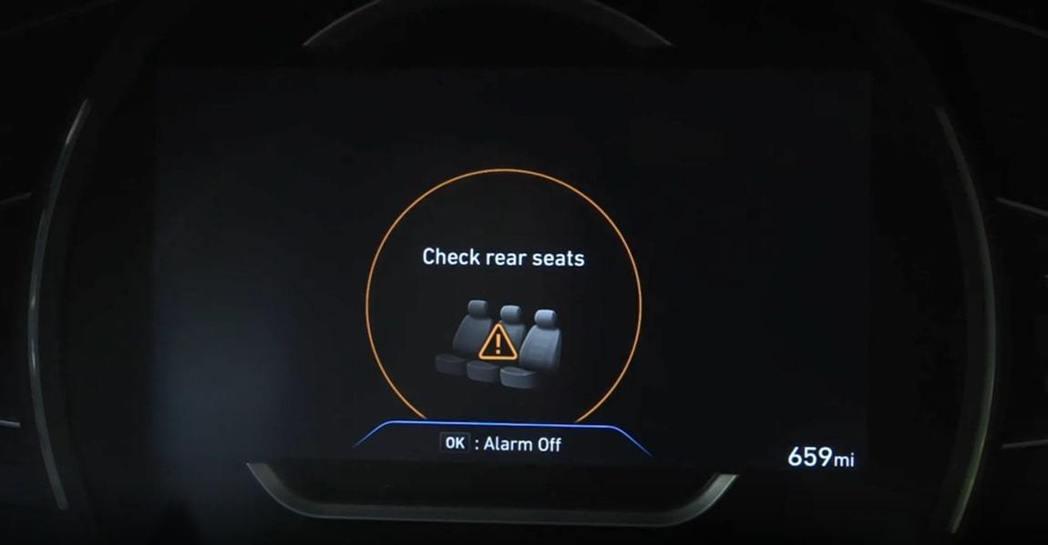 在下車前記得要想想是否把自己的小孩或寵物遺忘在後座了。 摘自Hyundai