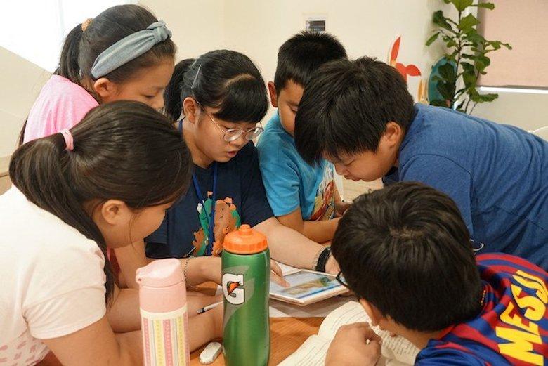 兒盟針對9到12歲的孩子舉辦為期5天的「暑期數位素養兒童營隊」。 圖/兒盟提供