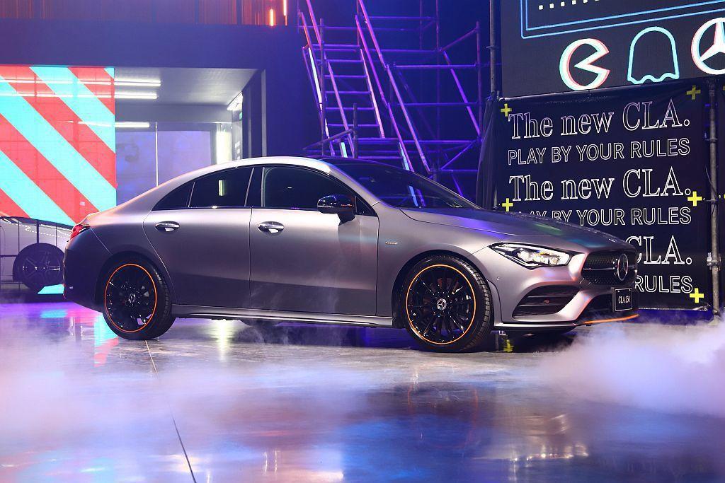 台灣賓士特別限量引進30台的全新CLA Edition 1車型,升級19吋輪圈搭...