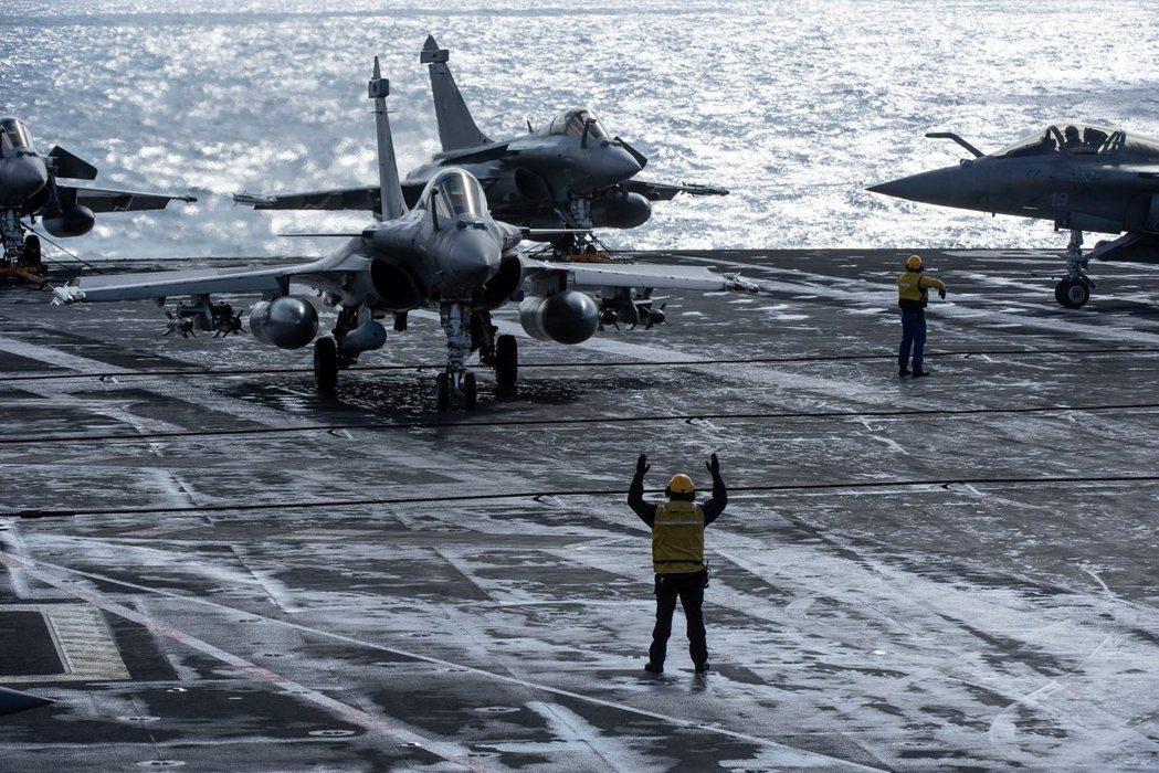 法國海軍是藉著這次的「航行公開」,在印太區域「投石問路」。在歐盟整體真正預備好維...