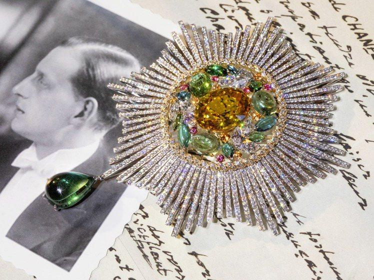 以麥穗為設計靈感的Blé Maria胸針,豐富的色彩靈感來自俄羅斯民族服裝,2,...