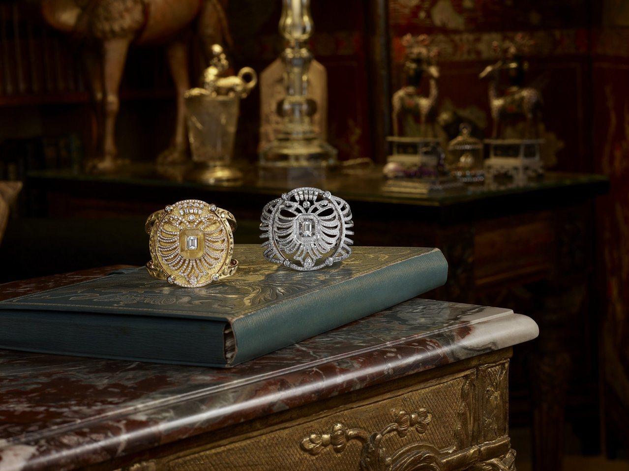 (由左至右)黃K金Aigle Cambon手鐲,1,395萬8,000元;鏤空白...
