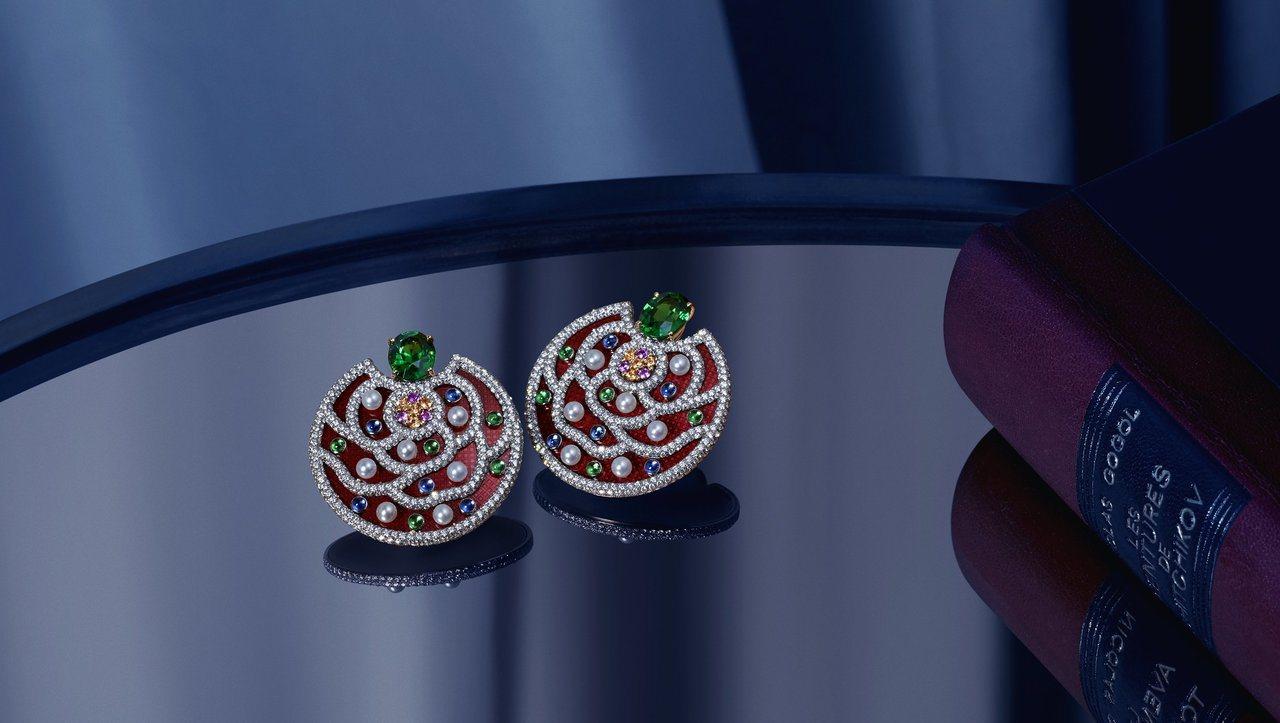 Folklore耳環圖案紋路靈感來自俄羅斯刺繡,1,427萬5,000元。圖/香...