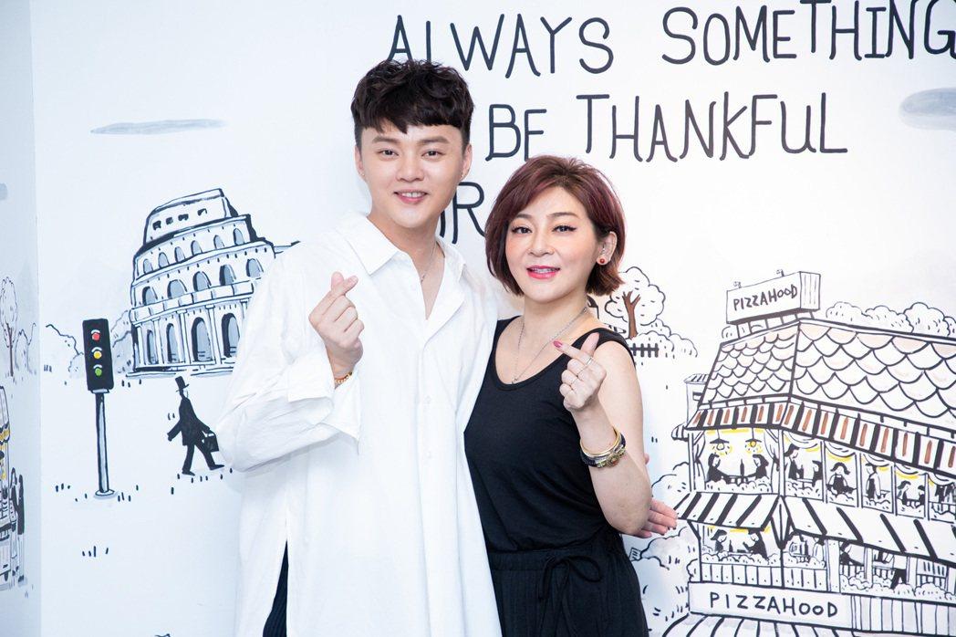 許富凱(左)和王彩樺一起請粉絲吃飯  圖/LiTV提供
