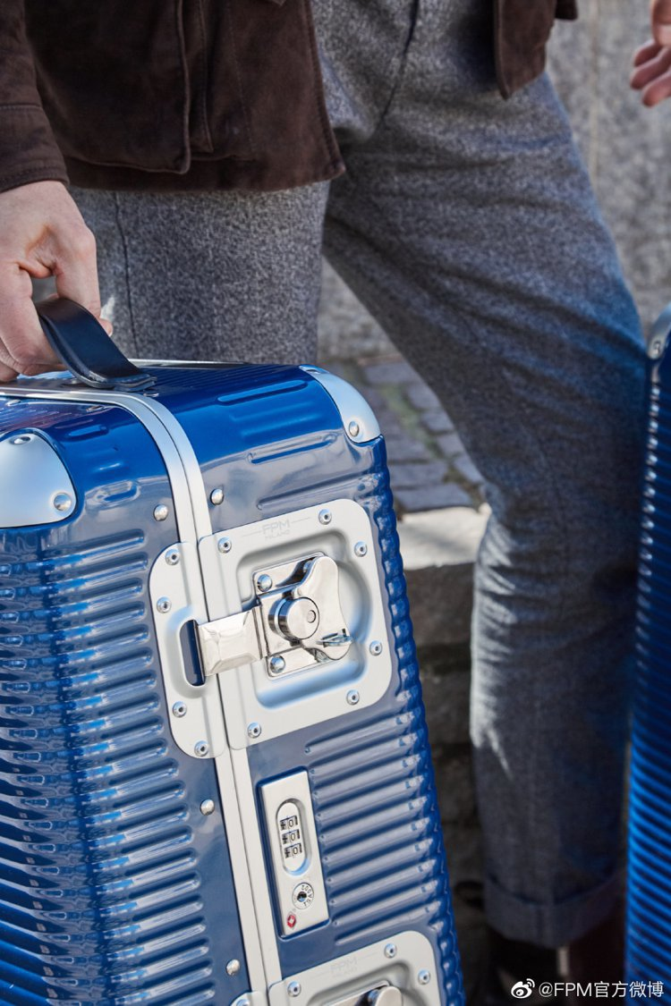 利用聚碳酸酯(PC)製成的Bank Light系列行李箱,同樣是不少旅客的最愛。...