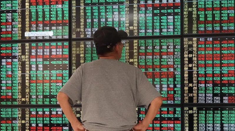 國泰證券統計,開辦定期定額買台股業務兩年多來,最受客戶歡迎的個股前三名依次為台積電、第一金、中華電。 報系資料照