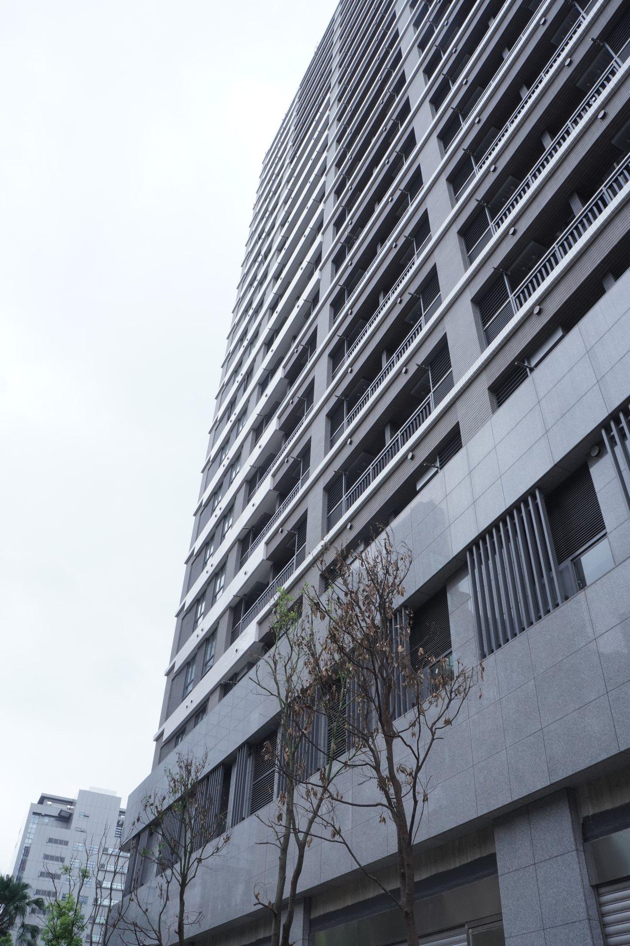 位於台北市南港區的東明社宅已完工,今起徵件35戶「青年創新回饋計畫」,其餘一般戶...