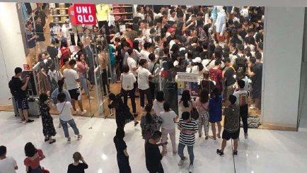 UNIQLO x KAWS聯名款先前在中國大陸開賣造成瘋搶。圖/翻攝自微博