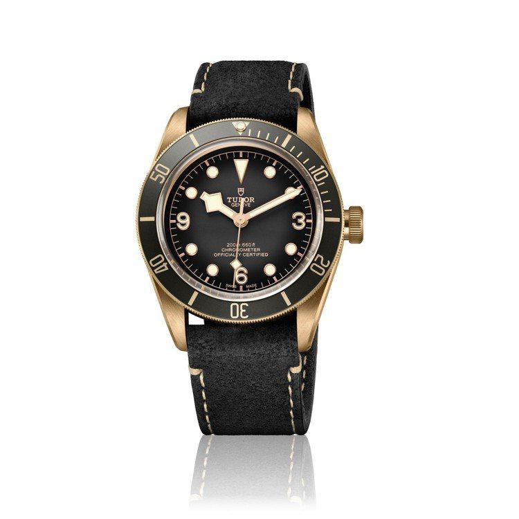 帝舵Black Bay Bronze(碧灣青銅型)43毫米自動腕表搭配黑色磨砂皮...