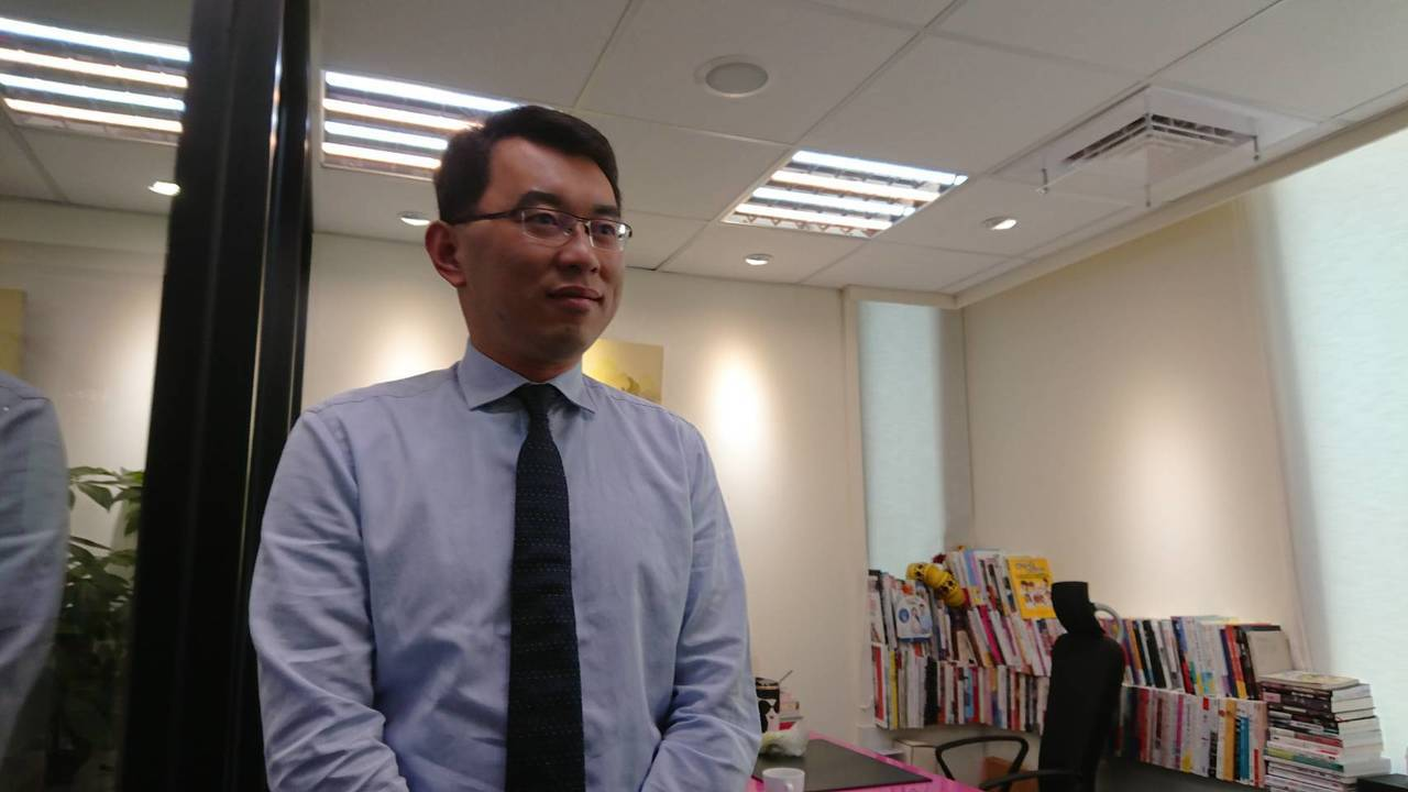 鴻海創辦人郭台銘昨天返台,台北市長柯文哲陣營卻同時傳出將組台灣民眾黨,被解讀是「...