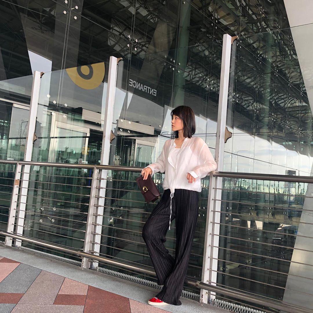 蔡旻紋以Tabby包款搭出的機場時尚,相當有都會俐落感。圖/取自IG