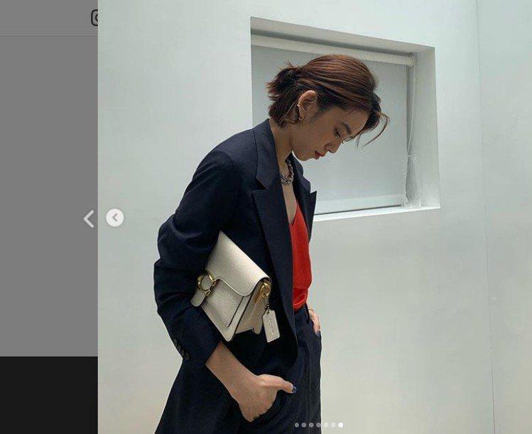 陳庭妮在IG上搭出Tabby的時髦。圖/取自IG