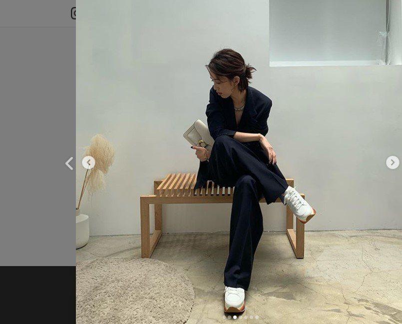 陳庭妮以Tabby手袋搭襯HOGAN彩虹鞋。圖/取自IG