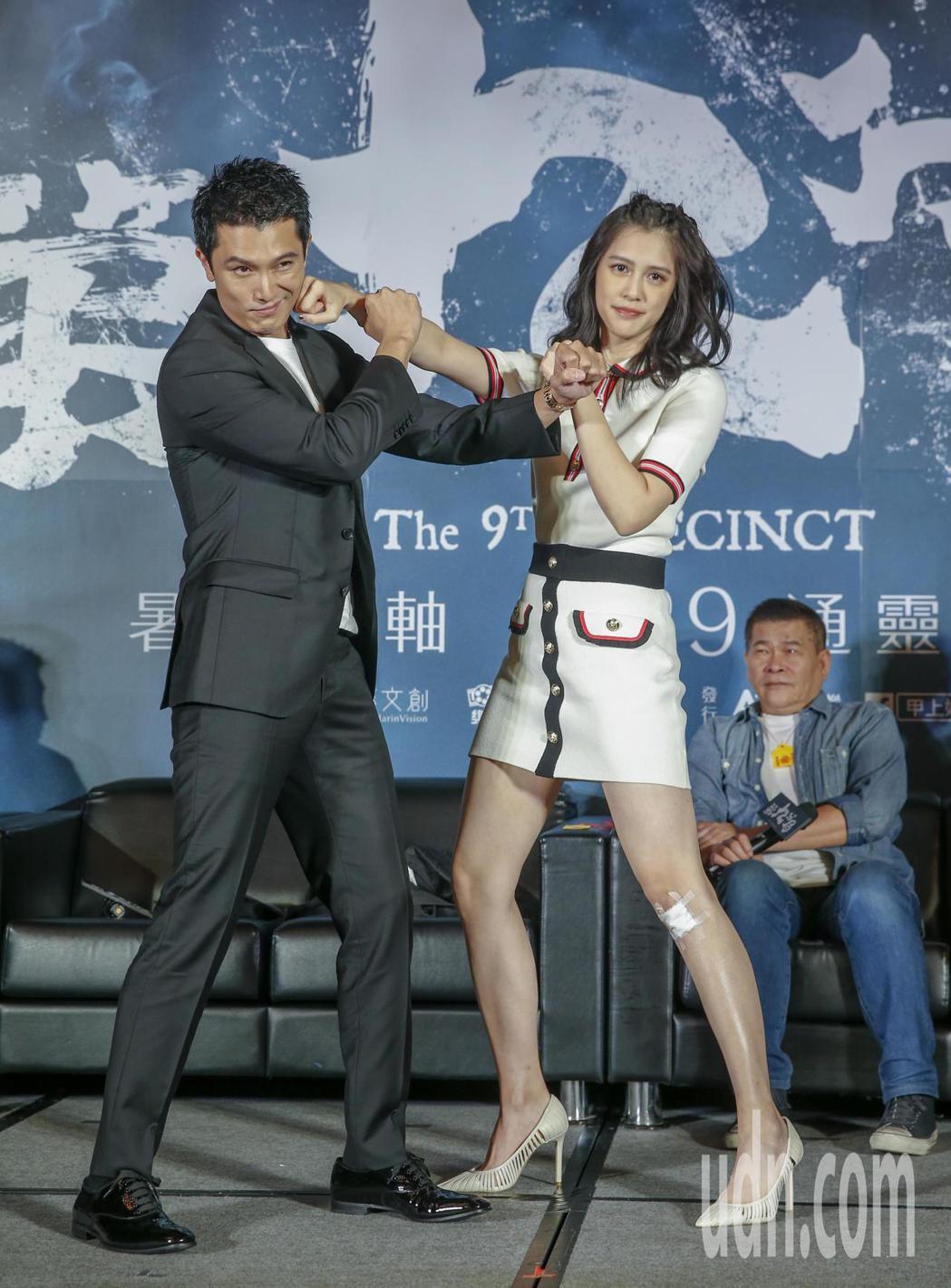 今天是鬼門開的日子,靈異片《第九分局》下午舉行上映記者會,邀請演員邱澤(左)與劉...