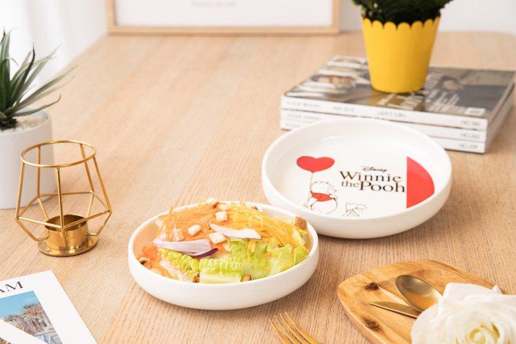 康是美9月4日至10月1日第四波推出維尼系列陪你吃雙盤組,建議售價850元、加購...