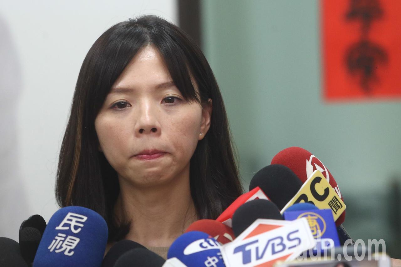 立委洪慈庸召開記者會宣布不退黨,並且希望台北市長柯文哲放下小我,以大局為重。記者...