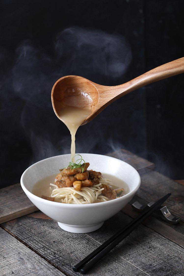 蒜子黃魚煨麵。圖/台北亞都麗緻大飯店提供