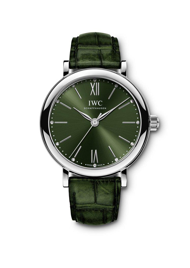 柏濤菲諾精鋼自動腕表34,綠色表盤鑲嵌12顆鑽石,16萬4,000元。圖/萬國表...