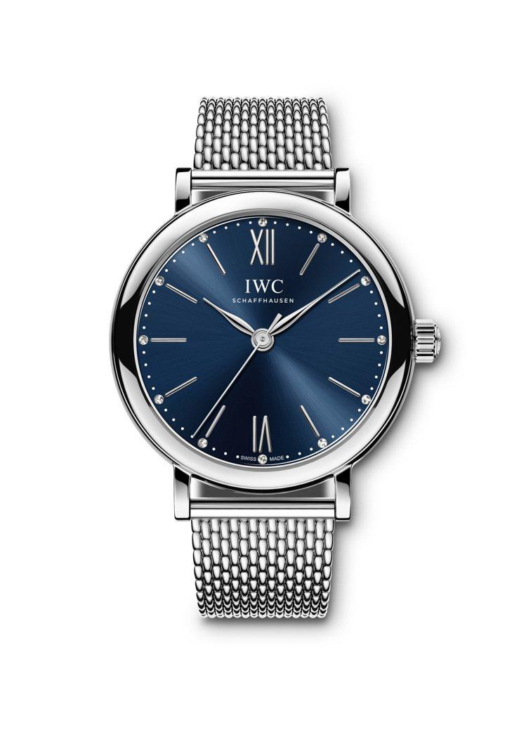 柏濤菲諾精鋼自動腕表34,藍色表盤鑲嵌12顆鑽石,19萬4,000元。圖/萬國表...
