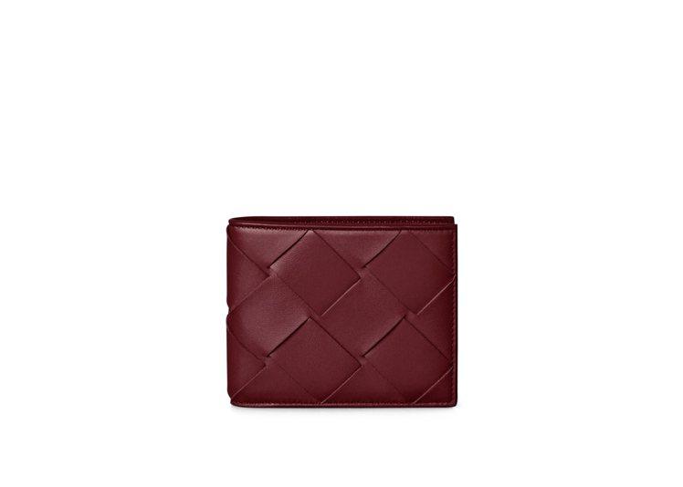 波爾多紅經典八卡短夾,15,200元。圖/Bottega Veneta提供