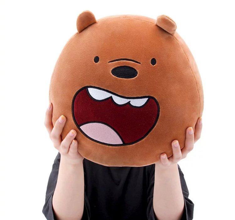 熊熊遇見你大臉抱枕999元。圖/新光三越提供