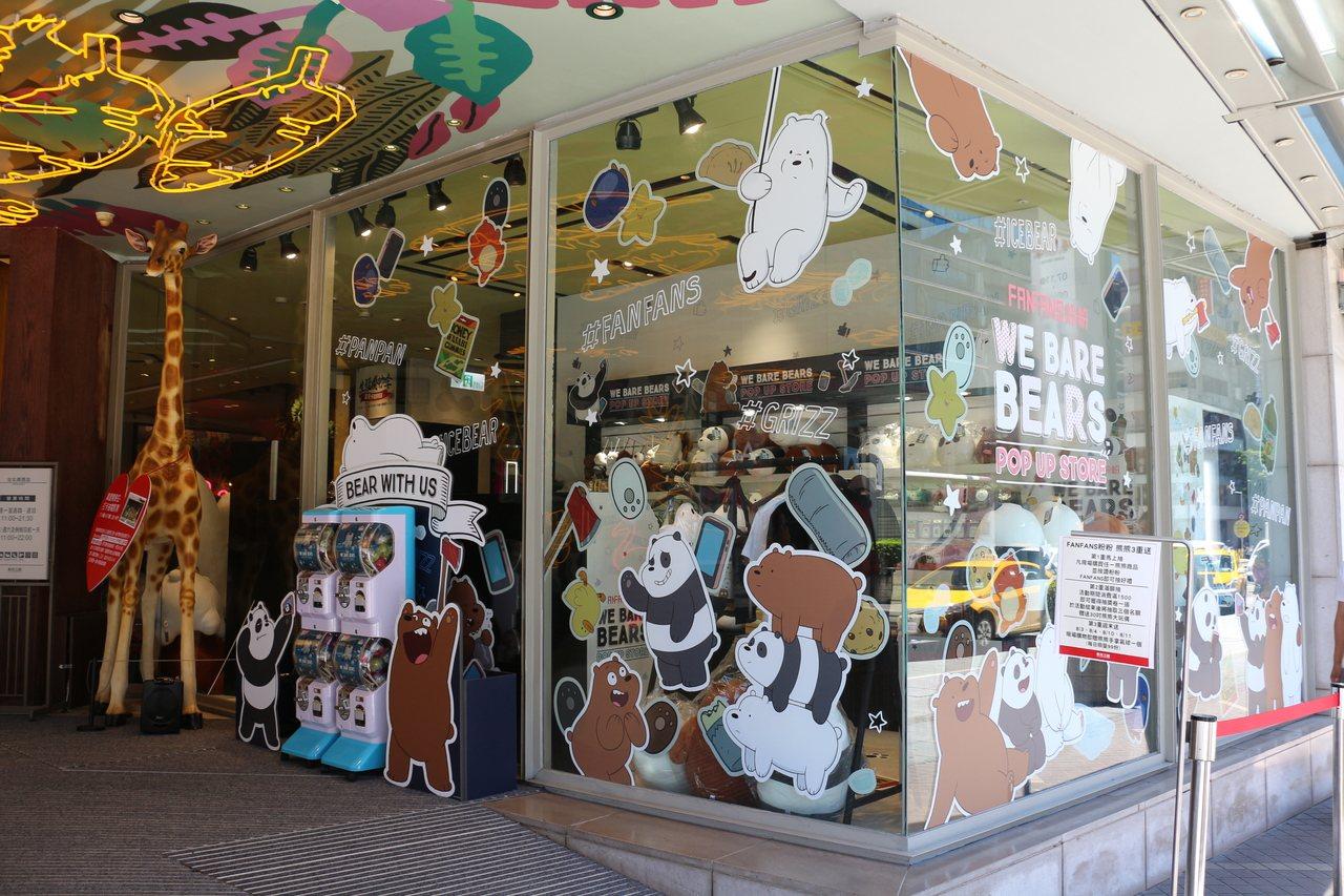新光三越台北南西三館推出「熊熊遇見你」主題快閃店。圖/新光三越提供