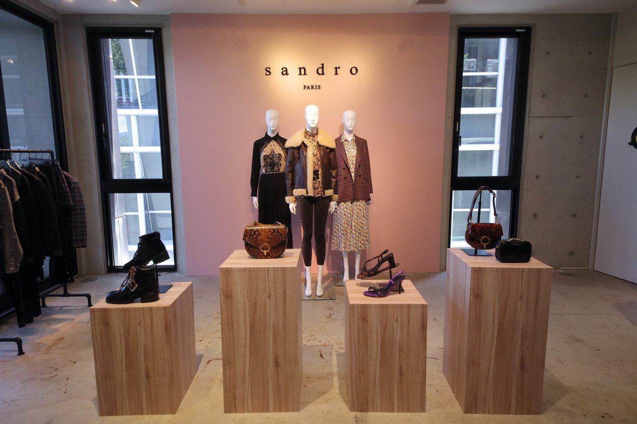 sandro 2019秋冬以優雅巴黎和德州牛仔兩種風情,穿插出當代女子的果敢自信...