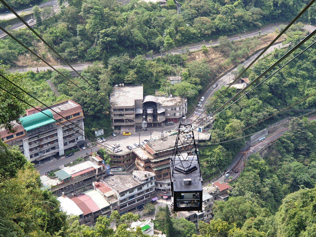 搭車空中纜車可以遠看整個烏來美景。記者胡瑞玲/攝影