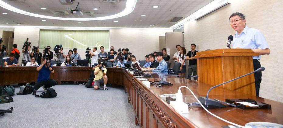 台北市長柯文哲昨天舉行記者會說明將籌組「台灣民眾黨」,目標是「進軍國會」。記者王騰毅/攝影