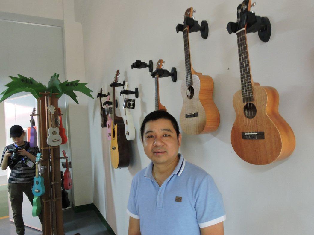 貴州正安經濟開發區的鈺豐樂器,是第一家、也是目前唯一的台資吉他廠。圖為總經理李小...