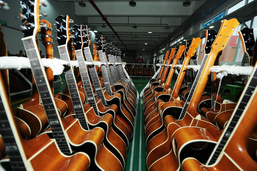 正安縣年產吉他逾500萬把、產值超過人民幣15億,吉他產銷占中國出口總量的一半。...
