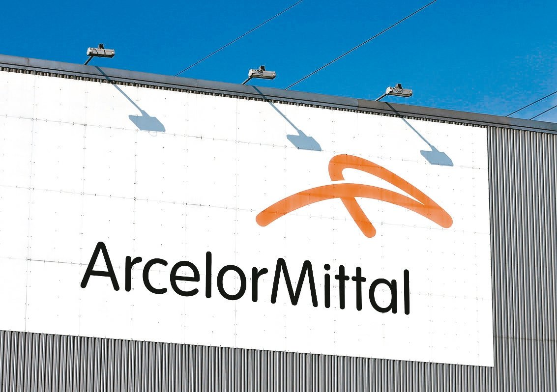 全球鋼鐵龍頭阿賽洛米塔爾上季獲利年比幾乎腰斬,表現為三年多來最差。 (路透)