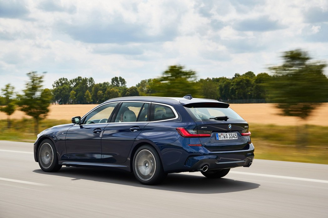新世代BMW 3 Series Touring (G21)。 摘自BMW