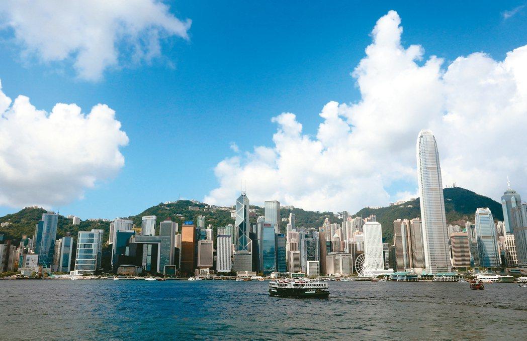 香港中環商辦每月租賃成本每坪新台幣2萬9530元,連續四年全球最貴。 新華社