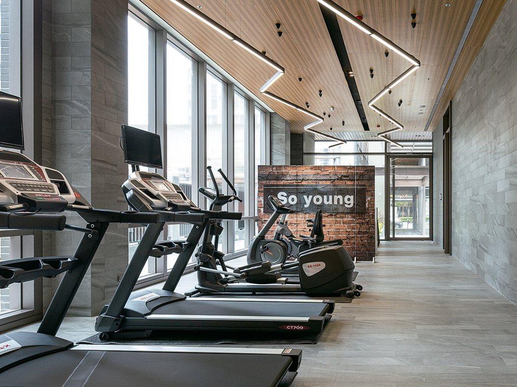 「長耀挹品」採光穿透的健身房,家中猶如一座城市養生俱樂部。長耀挹品/提供