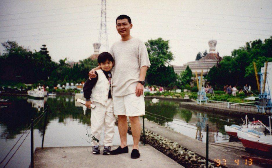 劇中主角的原型,來自已故的殯葬達人「冬瓜」郭東修與兒子「小冬瓜」郭憲鴻的故事。 ...