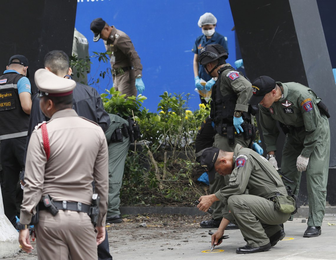 由於泰國才剛結束軍政府的5年統治,進入民選內閣執政階段,政壇的氣氛仍處於高度緊張...