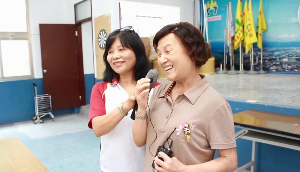 失智守護天使課程學員韋玉娟分享上課心得。 圖/陳郁菁攝影