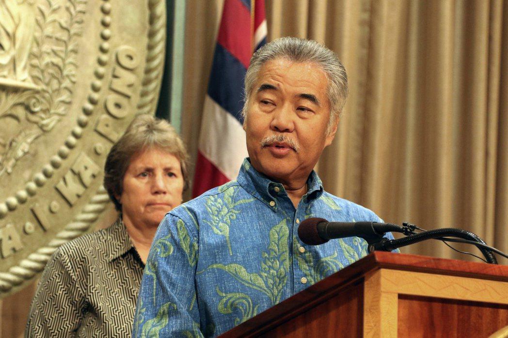夏威夷州長伊藝希望大島市市長金能和當地人達成共識。 (美聯社)