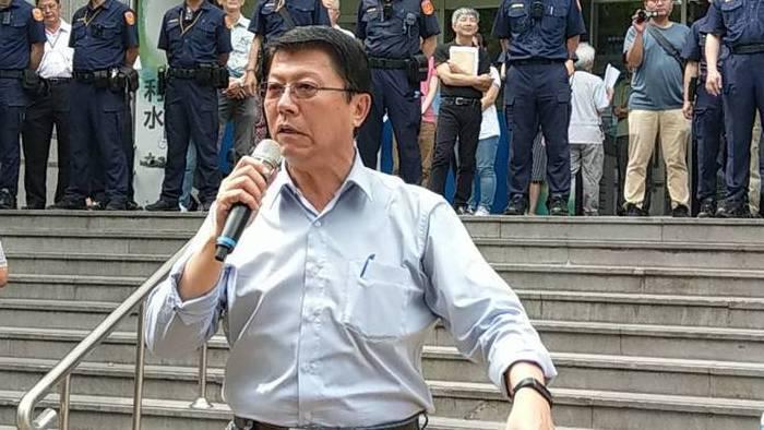 國民黨台南市黨部主委謝龍介(中) 報系資料照