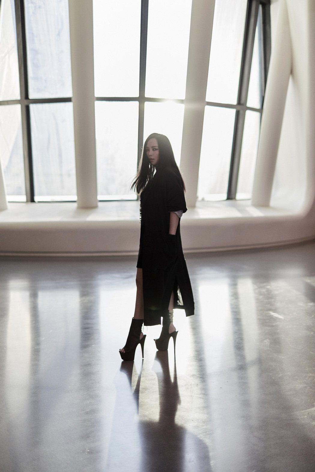 阿妹擔任「聲入人心」評審,節目開播2集都還沒有表演橋段。圖/聲動娛樂提供