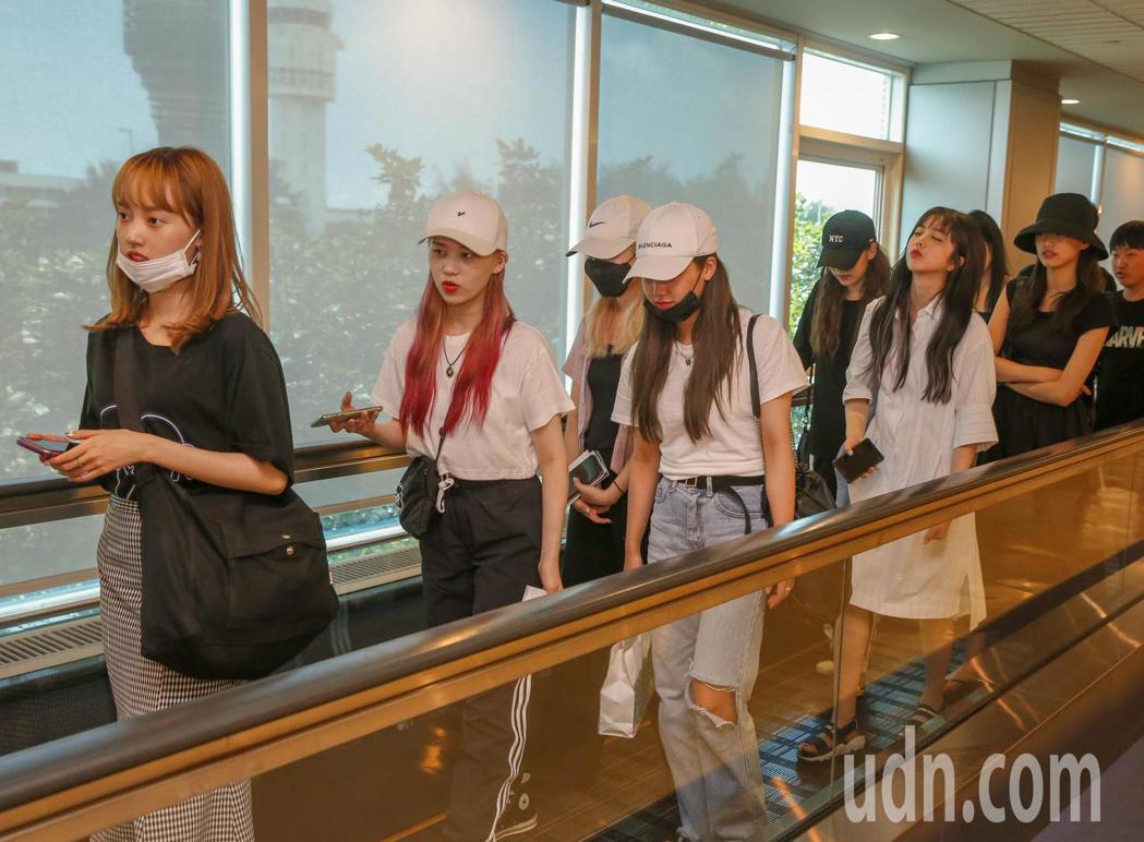 韓國女團Weki Meki中午抵台。記者鄭超文/攝影