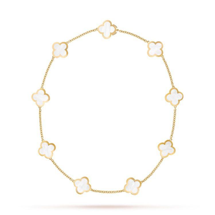 造型簡約的Pure Alhambra子系列於2001推出。9枚墜飾Pure Al...