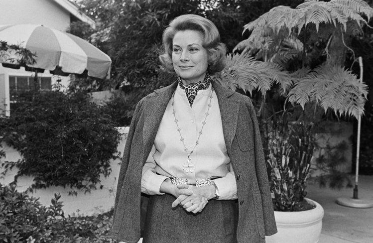 Grace de Monaco摩納哥王妃殿下葛瑞絲凱莉配戴Alhambra項鍊。...