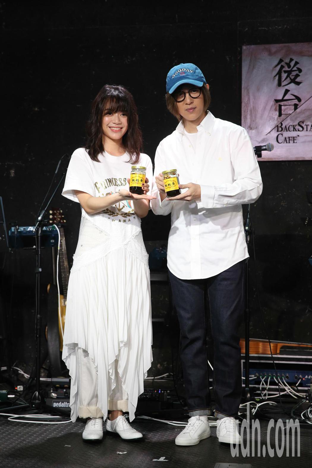 郭修彧(左)晚間將在台北舉辦音樂會,會前大馬同鄉方泂鑌(右)以前輩身份特別站台力...