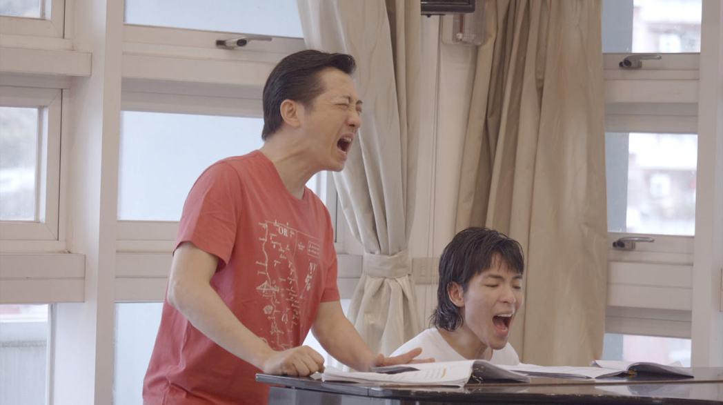 哈林、老蕭彩排練唱花絮曝光,獲粉絲讚「世紀合體」。圖/耳東劇團提供