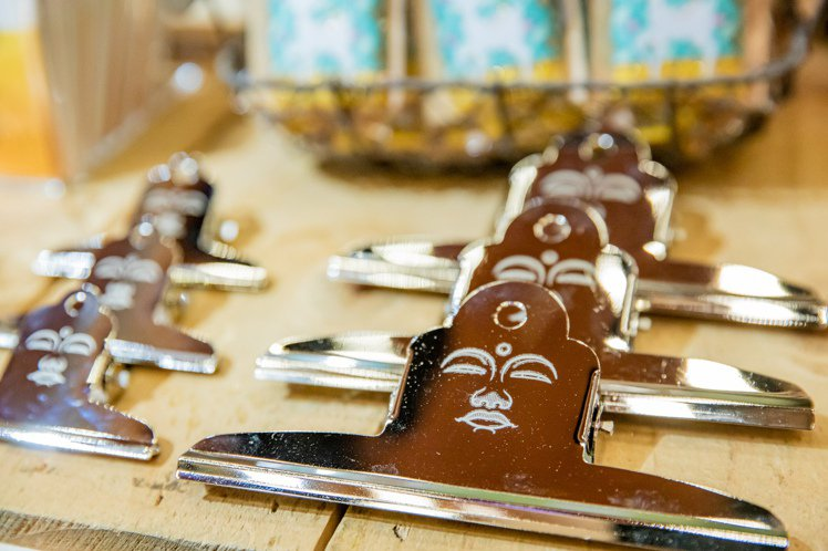 日本奈良文具設計品牌coto mono的大佛夾子是熱賣人氣商品。圖/誠品提供