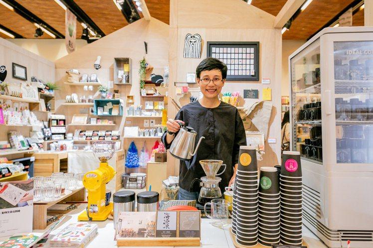 沛洛瑟咖啡店專業職人每周六、日也會在現場手沖美味咖啡。圖/誠品提供